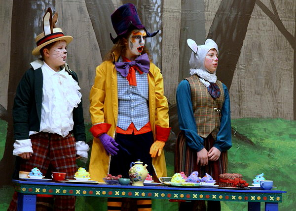 Large Cast Play for Children to Perform - Alice in Wonderland